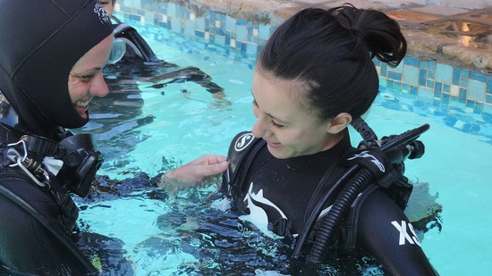 Tofo, Mozambique: Our kids learning to Scuba!