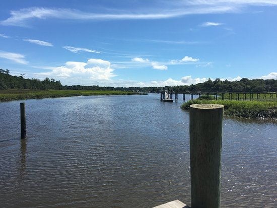 Mount Pleasant, Carolina del Sur: The inlet that borders the property...