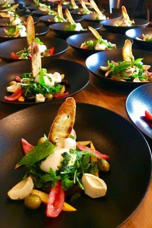 Nidau, Switzerland: Burrata mit Antipastisalat