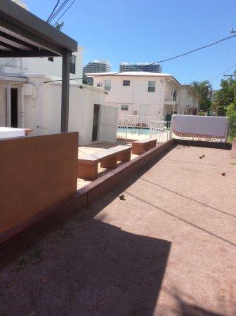 Napoli Belmar Resort: Bocce ball, BBQ space, many pools, picnic tables
