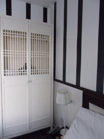armadio in stile coloniale - Picture of La Casa e il Mare ...