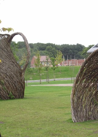 Barlaston, UK: Willow sculptures of cups and saucers
