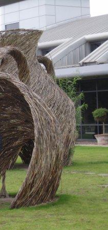 Barlaston, UK: Willow sculpture outside Museum