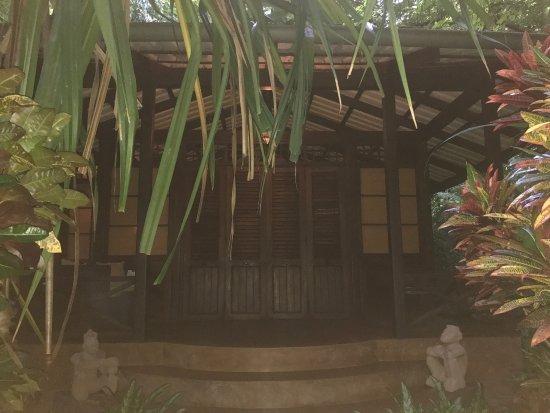Latitude 10 Beachfront Resort: photo1.jpg