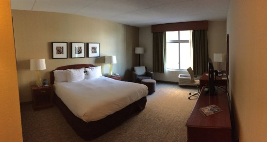 DoubleTree Club by Hilton Hotel Buffalo Downtown: A Standard King Room