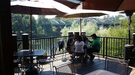 Grants Pass, Oregón: Inside View looking Southwest at the bridge