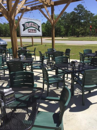 Pelham, GA: Patio seating offered as well as indoor with A/C