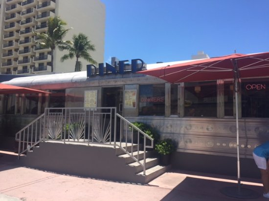 11th Street Diner: the entrance