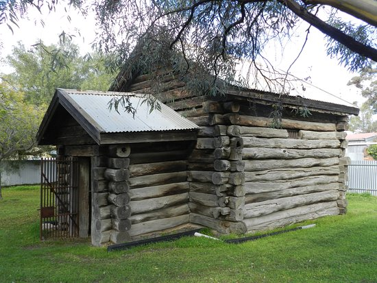 Warracknabeal, Australia: Single cell log lock-up