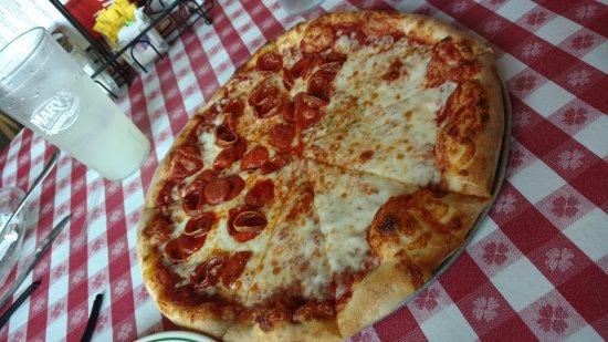 Rohnert Park, CA: Half cheese / Half pepperoni