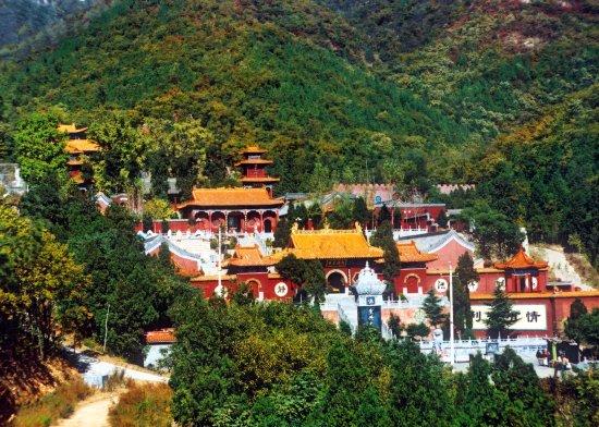 Dengfeng, الصين: 法王寺夏景