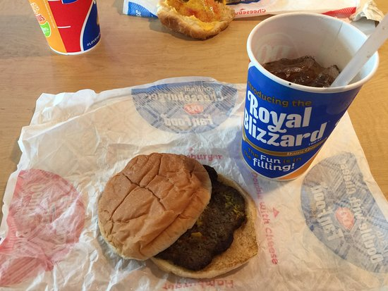 Malone, نيويورك: burgers and cokes