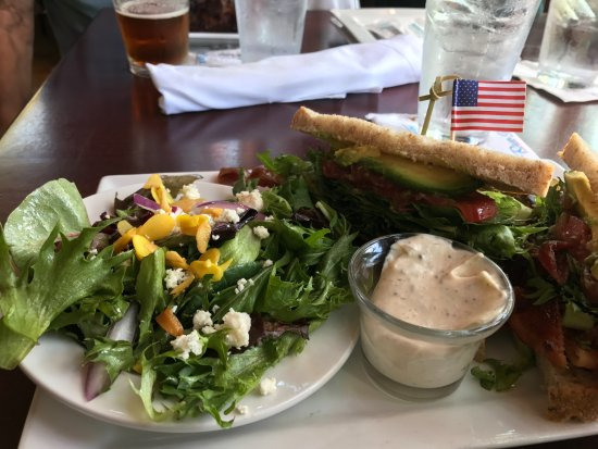 Truckee, CA: Half sandwich & salad option