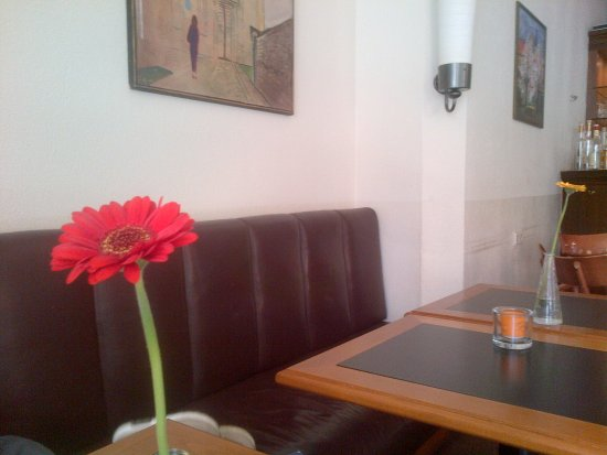 Tisch und st hle f r restaurant dekoration bild idee - Schnieder stuhle ...