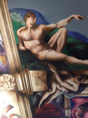 Waterloo, IA: Art on ceiling.amazing