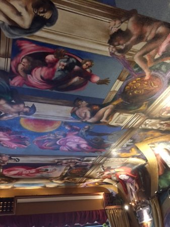 Waterloo, IA: Beautiful art!ceiling just like Sistine chapel.!