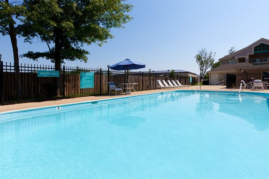 Herndon, VA: Swimming Pool open daily Memorial Day through Labor Day