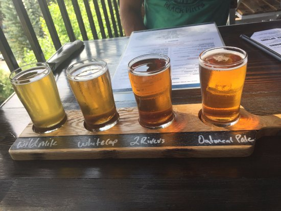 Flathead Lake Brewing Co: Sampler Tray