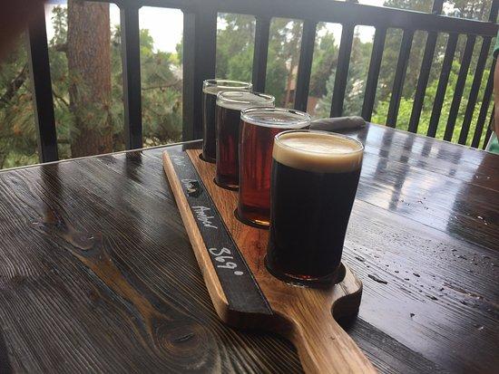 Flathead Lake Brewing Co: Sampler Tray