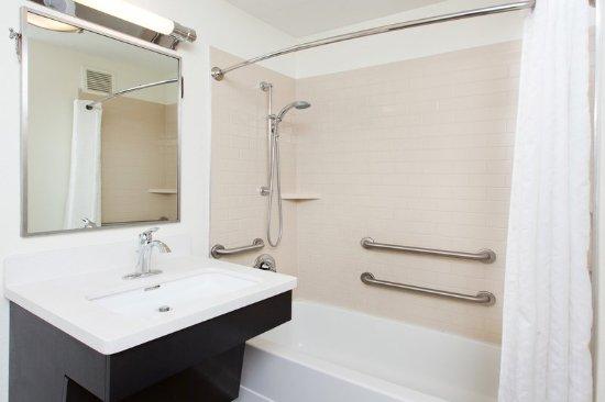 นานูเอต, นิวยอร์ก: Guest Bathroom