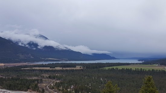 Fairmont Hot Springs, Kanada: Долина с озером