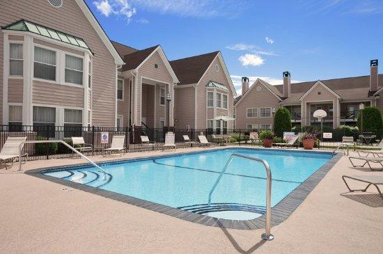 Homewood Suites by Hilton Hartford/Windsor Locks: Outdoor Pool