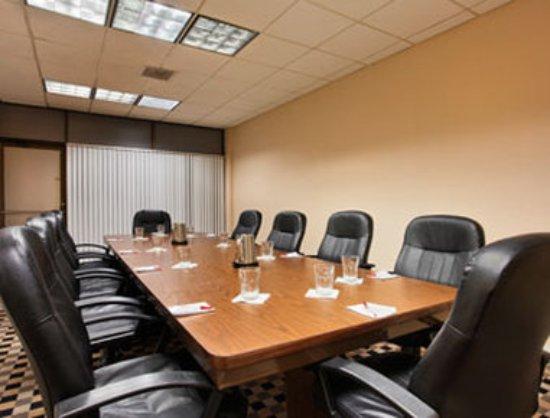 Ramada by Wyndham Tampa Airport Westshore: Boardroom