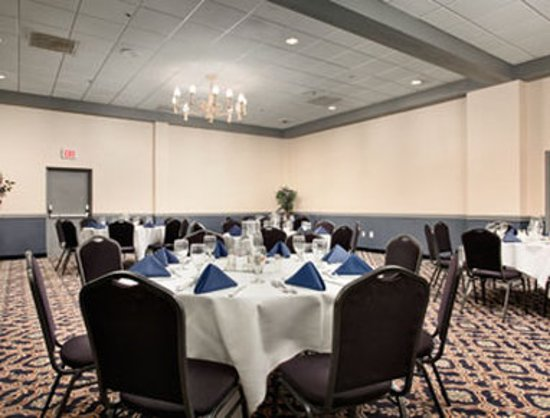 Ramada Westshore Tampa Airport: Social Meeting Room