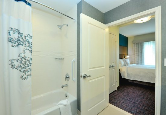 Tomball, TX: One-Bedroom Suite - Tub