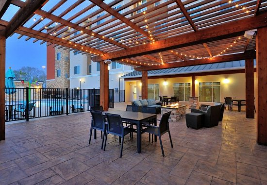 Tomball, TX: Outdoor Patio