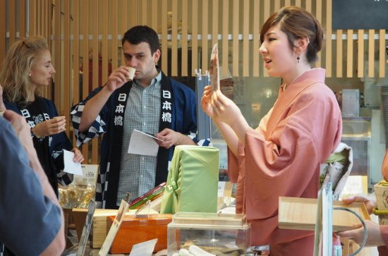 Nihonbashi Gourmet Tasting Tour with Rolled Sushi Cooking Class