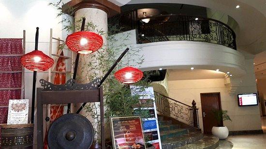 Marco Polo Davao: At the Lobby