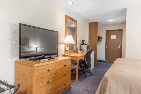 Grand Falls, Kanada: Guest room with flat-screen television