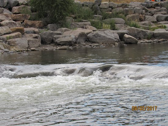 Pagosa Springs, CO: River out front