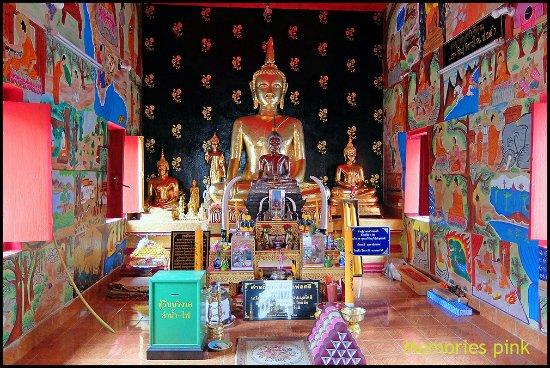 Nong Khai, Thailand: หลวงพ่อศรีองค์จริงจะอยู่หน้าพระประธานในพระอุโบสถ