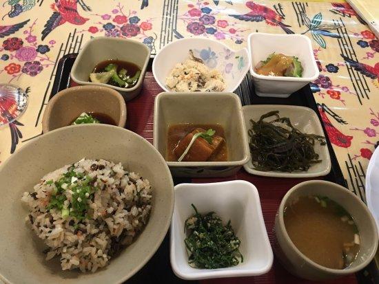 Nagumagai Restaurant: 名護曲定食の写真