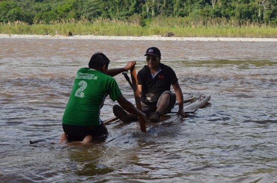 Tourism Zumagperu Tour Operator: Cruzando en balsa el río Cutivireni | Satipo - Junín- Perú | Selva Central | Turismo y Viajes