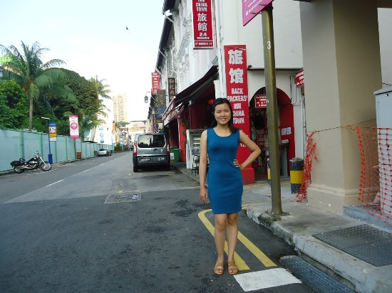 Backpackers Inn Chinatown: in front of Inn