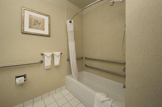 Rancho Cordova, Kaliforniya: Accessible Roll-In Shower