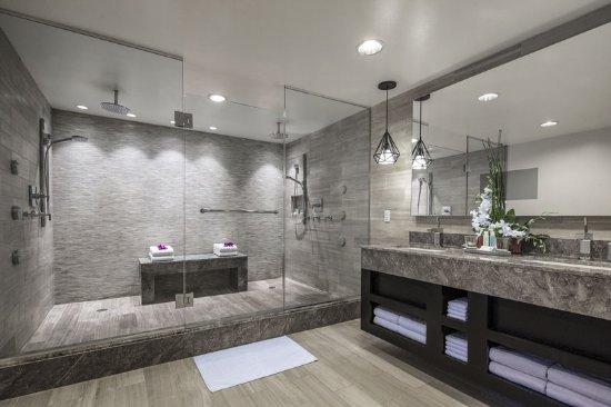 Loews Royal Pacific Resort at Universal Orlando  Presidential Suite Bathroom. Presidential Suite Bathroom   Picture of Loews Royal Pacific