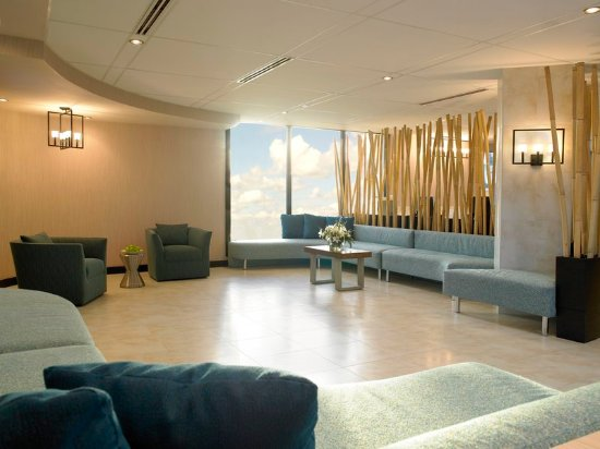 Holiday Inn Miami International Airport: Newly refreshed Lobby Area