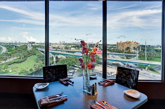 Holiday Inn Miami International Airport: Enjoy Panoramic Views from our Full-Service Rooftop Restaurant
