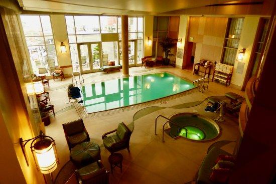 The Scarlet Huntington: Indoor/outdoor areas