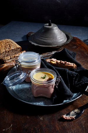 Brooklet, Australië: Pate and organic bread a Bhavana Organic Farm and Cooking School classic