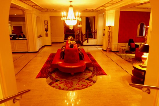 The Scarlet Huntington: Lobby