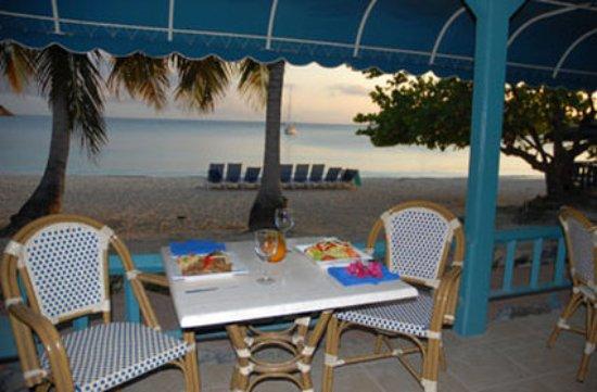 Island Beachcomber Hotel: Beach