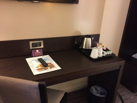 Premier Inn London Kew Hotel: room