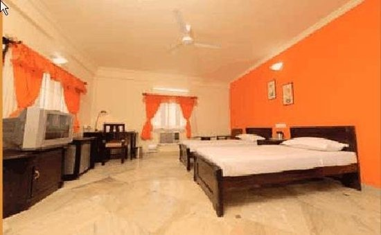 The Promenade: Guest Room