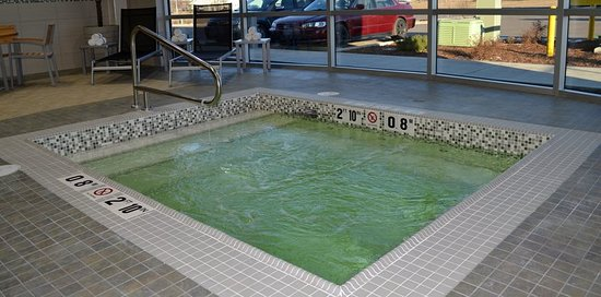 Whirlpool Holiday Inn Express & Suites Cold Lake Downtown Hotel