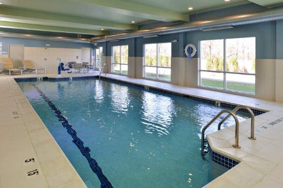Holiday Inn Express Suites Farmington Hills Detroit